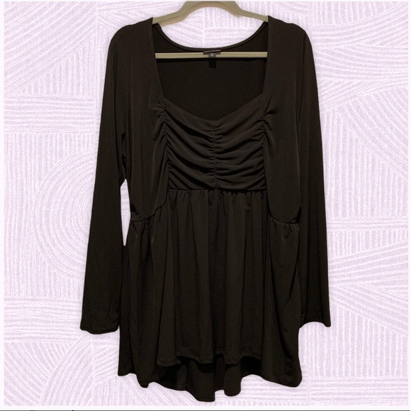 Torrid Black long sleeve top with scrunch bodice